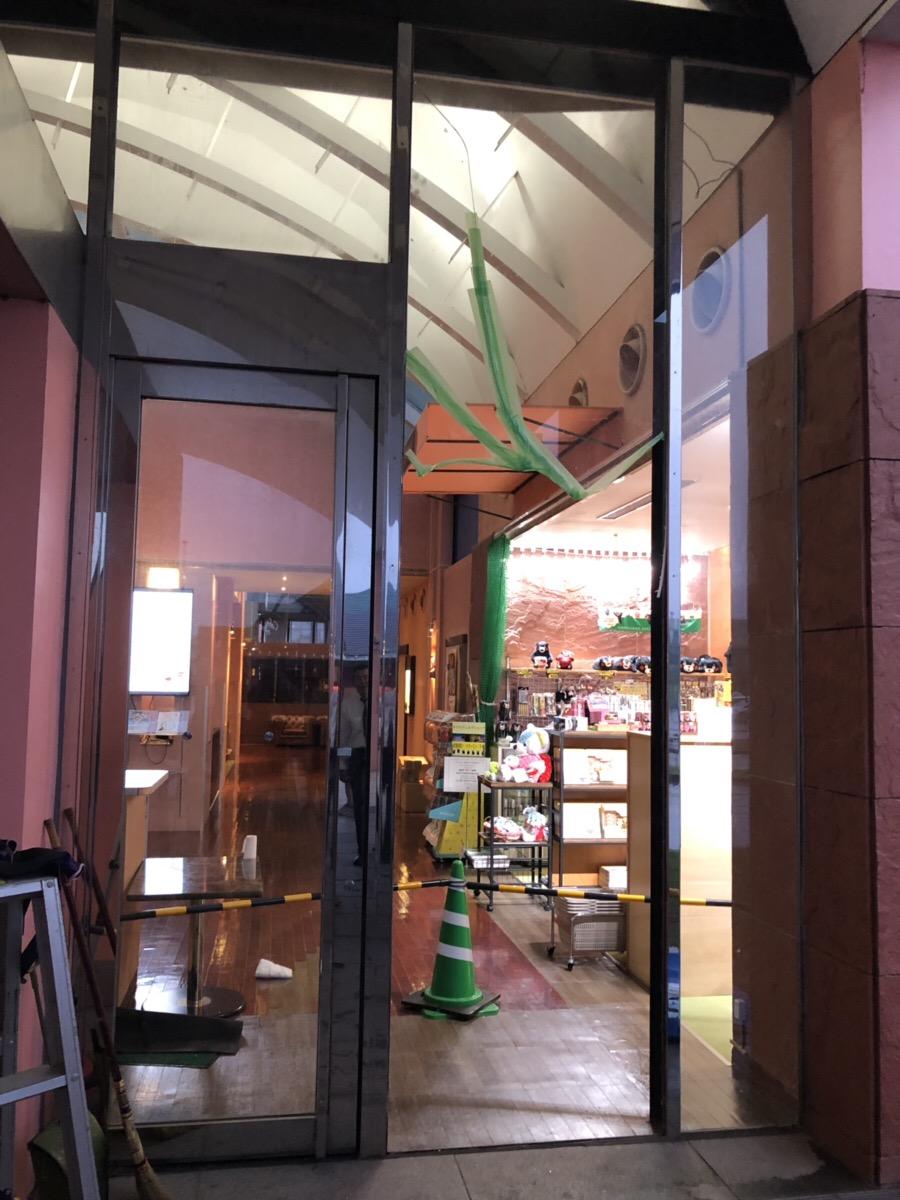 福岡トーヨー 大牟田店のホテルヴェルデ様 ガラス割れ替えの施工前の写真1