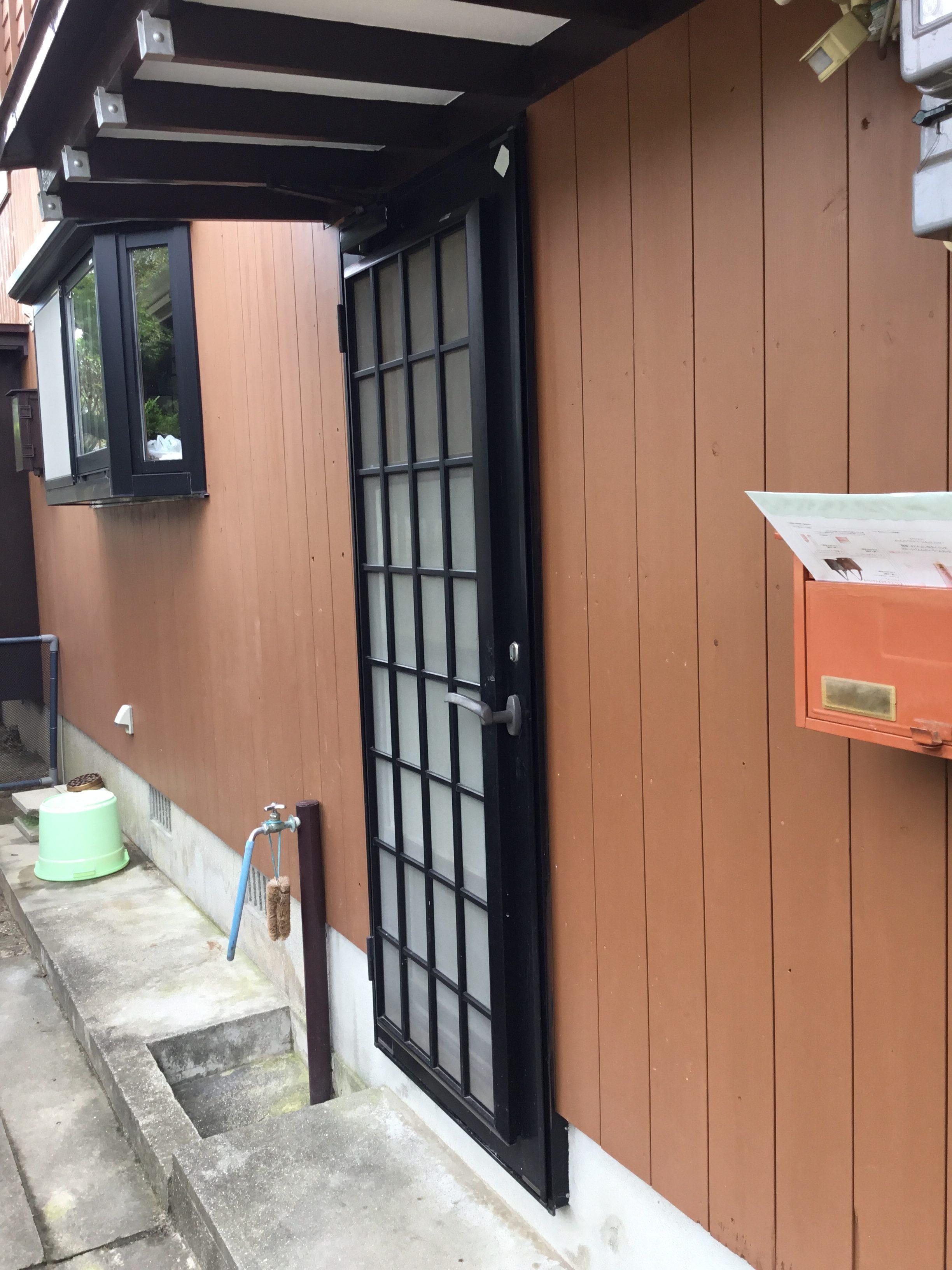 福岡トーヨー 大牟田店の勝手口リシェントの施工前の写真1