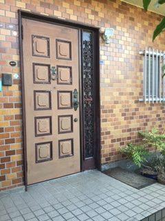 福岡トーヨー 大牟田店の玄関ドアの交換 大牟田市の施工前の写真1