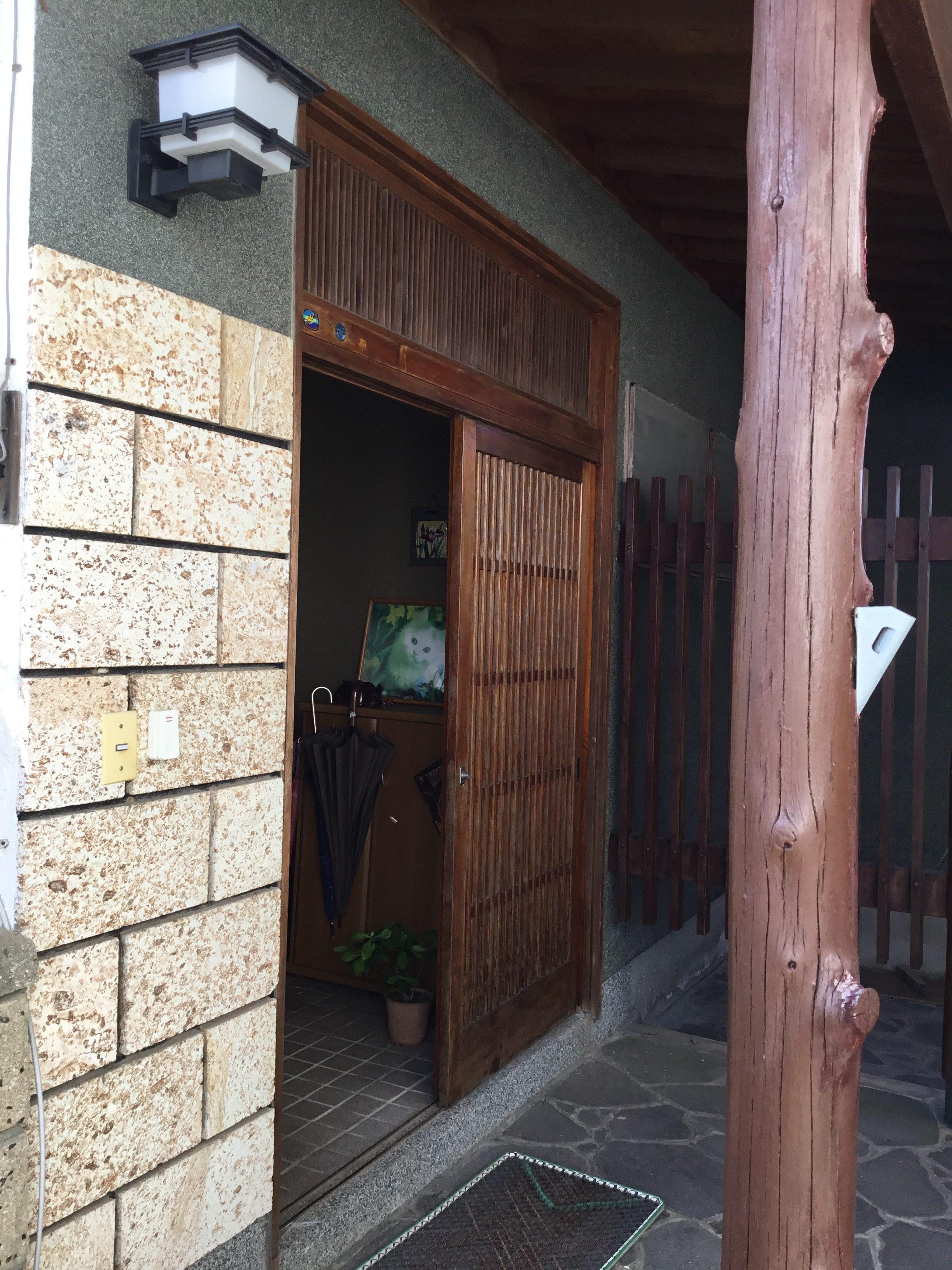 福岡トーヨー 大牟田店の玄関リフォーム リシェント 取替の施工前の写真1