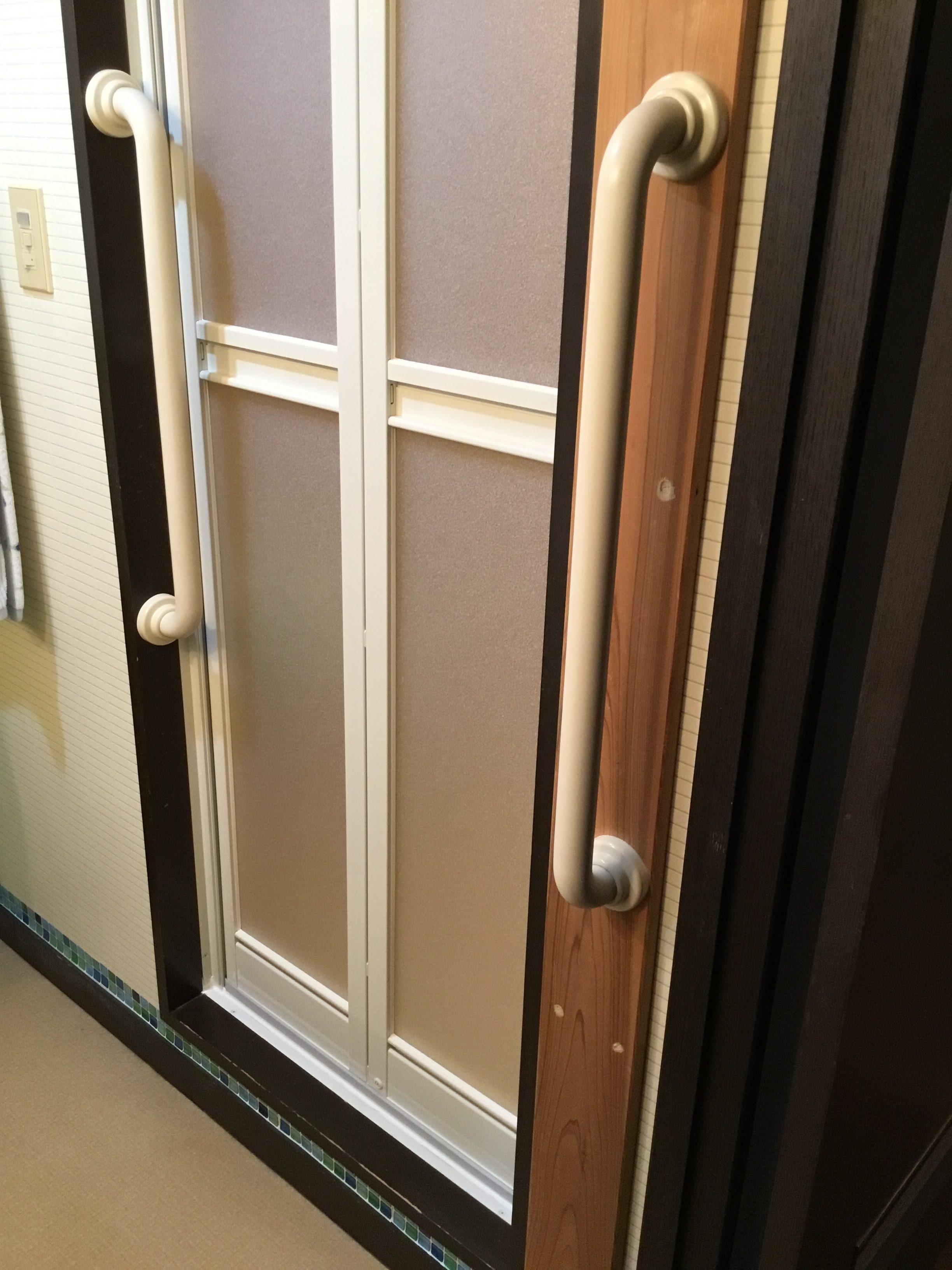 福岡トーヨー 大牟田店の浴室中折れドア取替えの施工事例写真