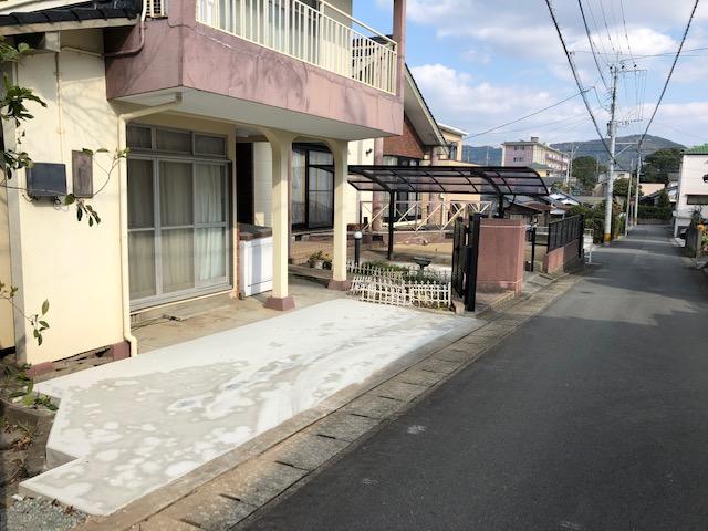 福岡トーヨー 大牟田店の庭の草刈りが大変の施工後の写真1