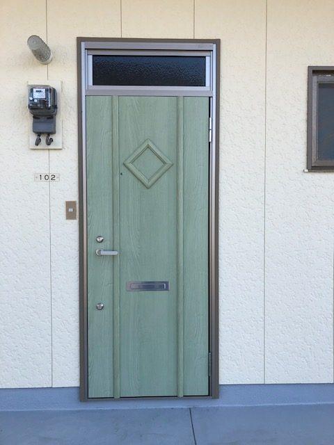 福岡トーヨー 大牟田店のアパートの玄関模様替えの施工後の写真1