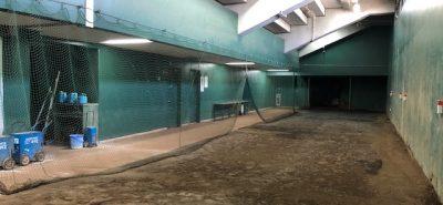 施工事例:大牟田市延命球場 ベンチ裏のブルペン   硝子
