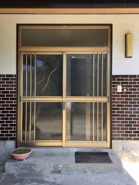 福岡トーヨー 大牟田店の玄関を新しくの施工前の写真1