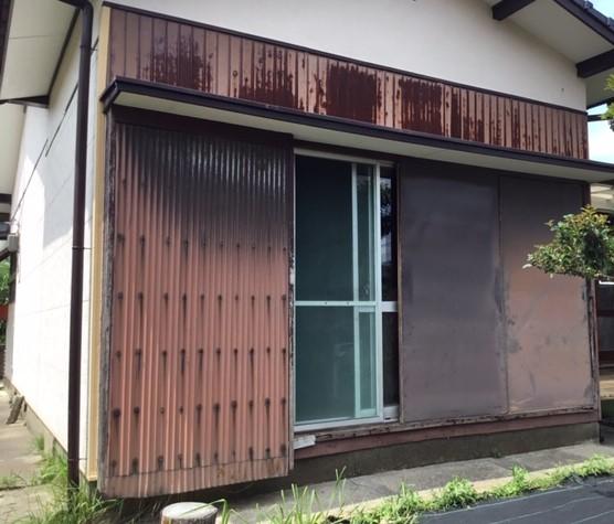 福岡トーヨー 大牟田店の木製雨戸から、後付け雨戸サッシに取替え。の施工前の写真1