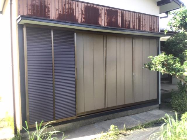 福岡トーヨー 大牟田店の木製雨戸から、後付け雨戸サッシに取替え。の施工後の写真1