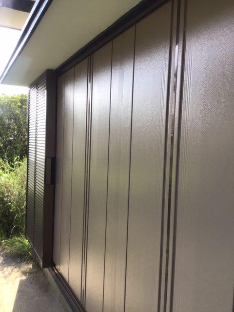 木製雨戸から、後付け雨戸サッシに取替え。