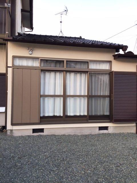 福岡トーヨー 大牟田店の台風対策 雨戸パネルの取替えの施工事例写真