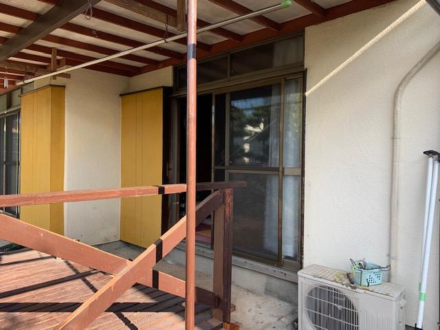 福岡トーヨー 大牟田店の台風対応 雨戸サッシ取替の施工前の写真1