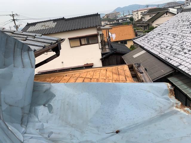 福岡トーヨー 大牟田店の台風災害 トタン屋根の張替ですの施工事例写真