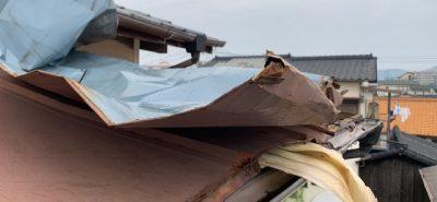 施工事例:台風災害 トタン屋根の張替です