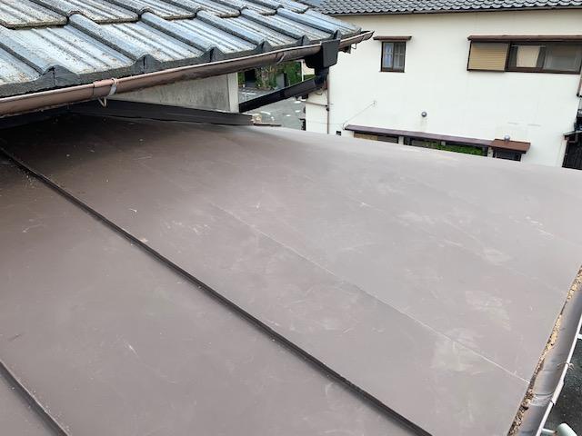 福岡トーヨー 大牟田店の台風災害 トタン屋根の張替ですの施工後の写真1