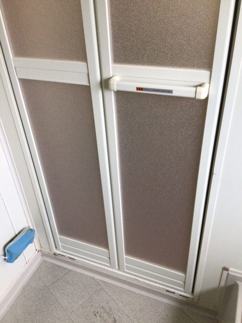 浴室中折れドア 取替え