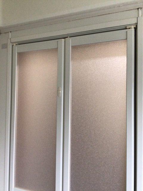 福岡トーヨー 大牟田店の浴室中折れドア 取替えの施工事例写真