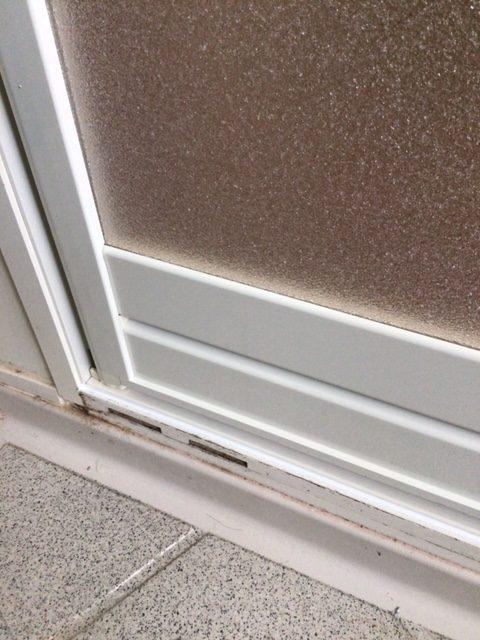 福岡トーヨー 大牟田店の浴室中折れドア 取替えの施工後の写真3