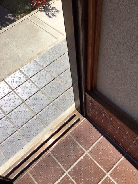 福岡トーヨー 大牟田店の玄関引戸を新しくの施工前の写真3