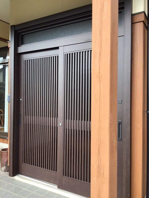 福岡トーヨー 大牟田店の玄関引戸を新しくの施工後の写真1
