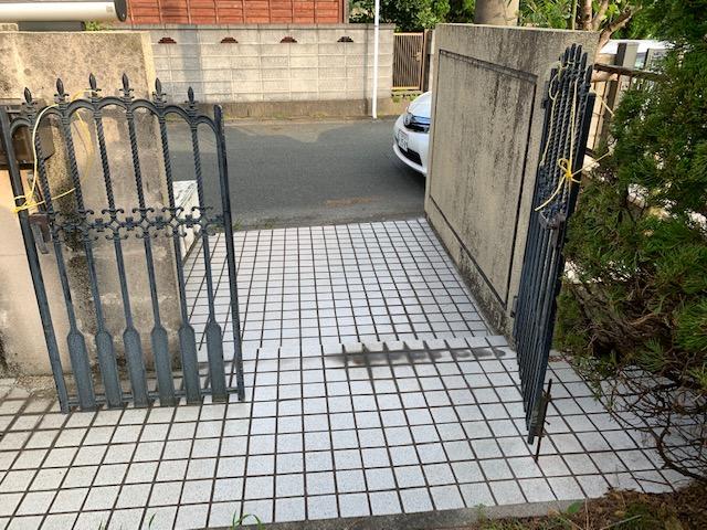 福岡トーヨー 大牟田店の鋳物いもの 門扉もんぴ 戸の交換の施工前の写真1