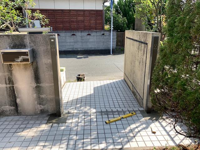 福岡トーヨー 大牟田店の鋳物いもの 門扉もんぴ 戸の交換の施工前の写真3