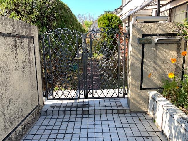 福岡トーヨー 大牟田店の鋳物いもの 門扉もんぴ 戸の交換の施工事例写真