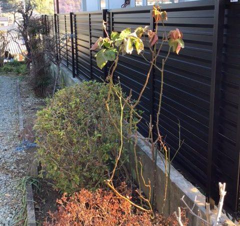 福岡トーヨー 大牟田店のフェンス設置の施工後の写真1