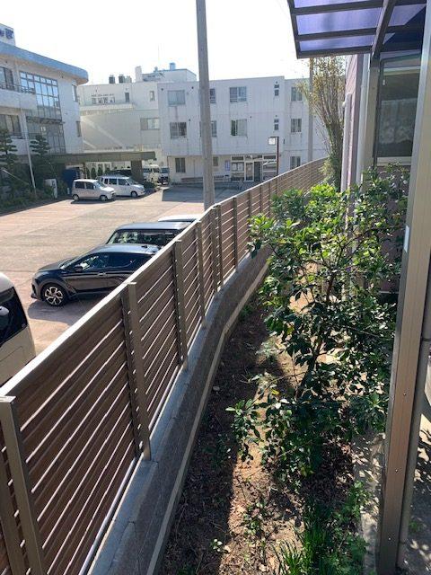 福岡トーヨー 大牟田店の目隠しフェンスと花粉症対策の施工事例写真