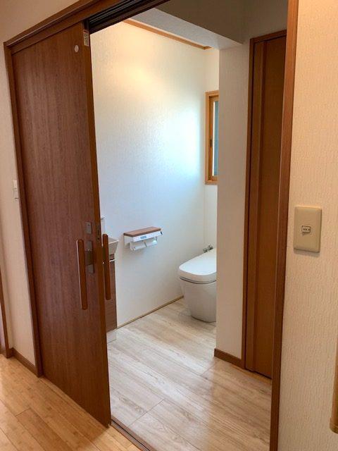 福岡トーヨー 大牟田店の身体のリハビリも考慮した使い易いトイレ空間にリフォームしたいの施工後の写真3