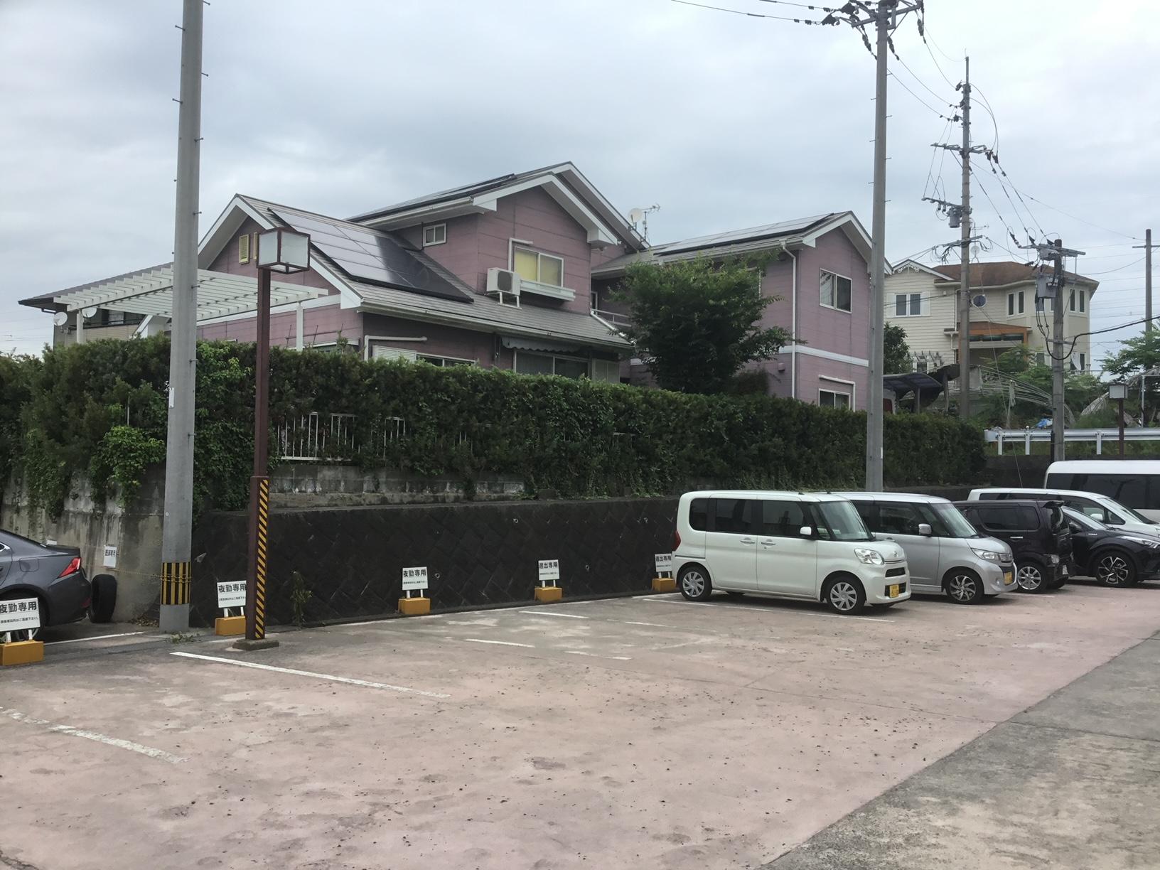 福岡トーヨー 大牟田店の目隠しフェンスと花粉症対策の施工前の写真1