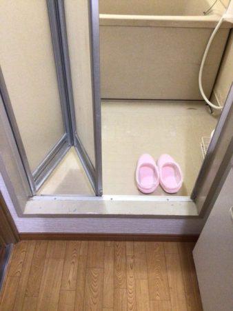 福岡トーヨー 大牟田店の浴室出入口 中折れ戸の施工前の写真2