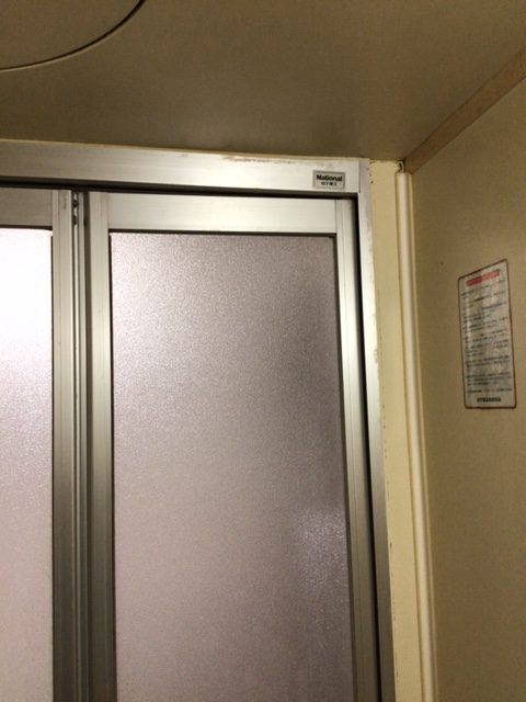 福岡トーヨー 大牟田店の浴室出入口 中折れ戸の施工前の写真3