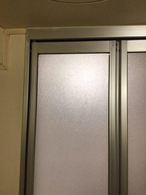 福岡トーヨー 大牟田店の浴室出入口 中折れ戸の施工前の写真1