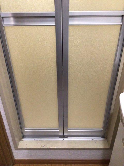 福岡トーヨー 大牟田店の浴室出入口 中折れ戸の施工後の写真2