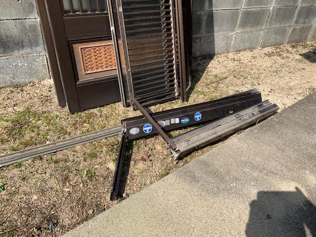 福岡トーヨー 大牟田店の1dayリフォーム 玄関引戸の施工前の写真3