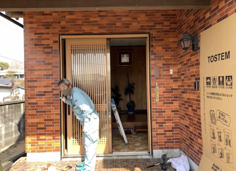 福岡トーヨー 大牟田店の1dayリフォーム 玄関引戸の施工後の写真2