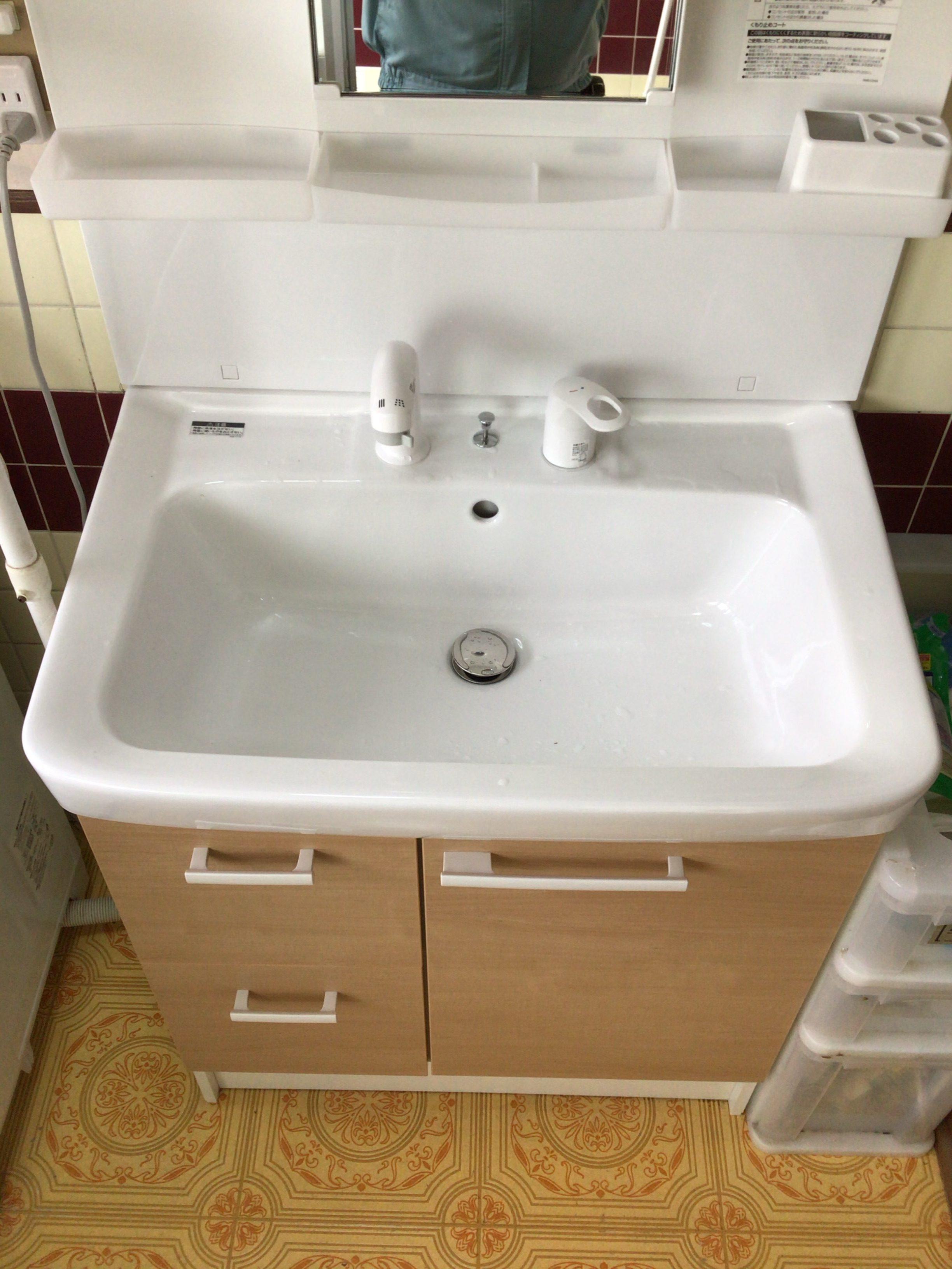 福岡トーヨー 大牟田店の洗面化粧台の施工後の写真1