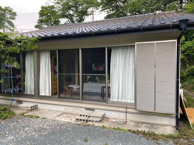 福岡トーヨー 大牟田店の熱線吸収屋根 テラス スピーネの施工前の写真1