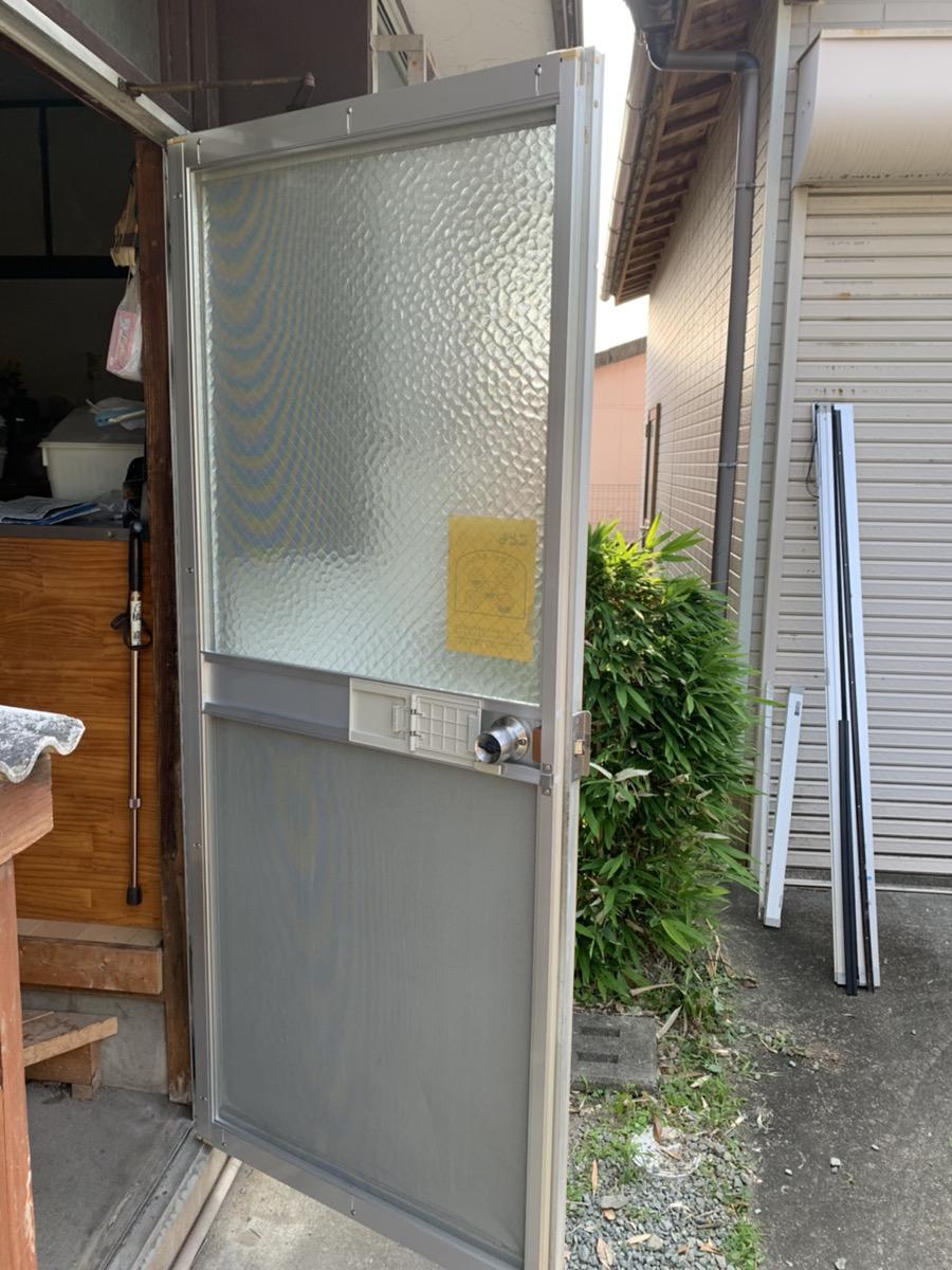 福岡トーヨー 大牟田店の勝手口 網戸新調の施工後の写真1