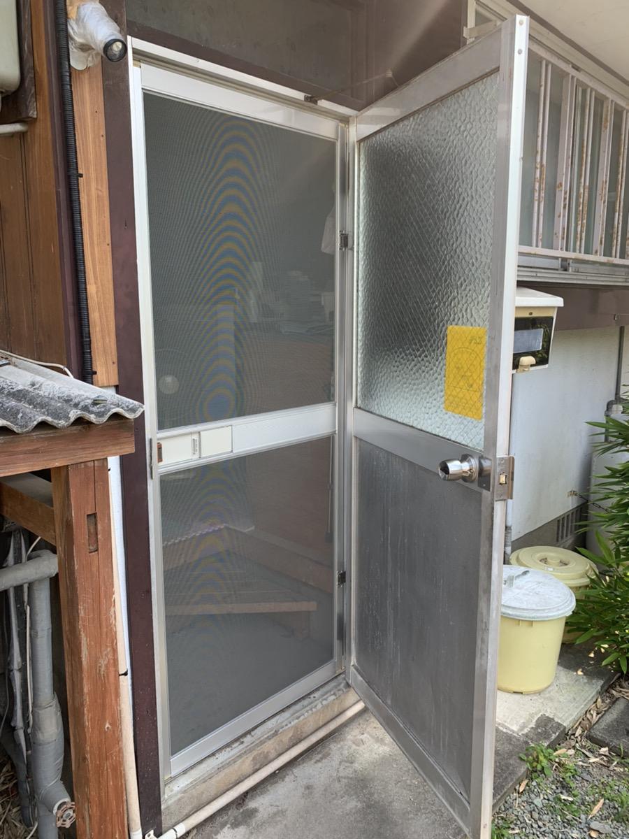 福岡トーヨー 大牟田店の勝手口 網戸新調の施工事例写真
