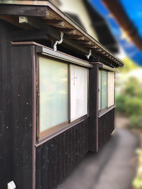 福岡トーヨー 大牟田店の外カーテン・掃出し建具の施工後の写真1