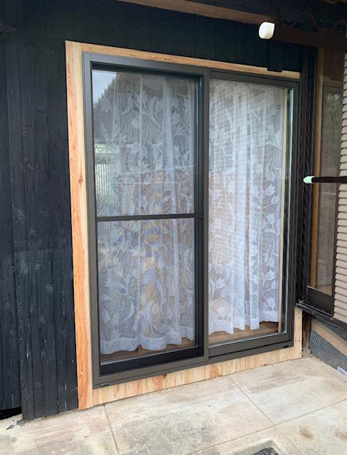 福岡トーヨー 大牟田店の外カーテン・掃出し建具の施工後の写真3