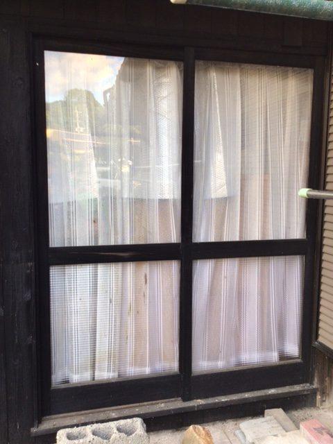福岡トーヨー 大牟田店の外カーテン・掃出し建具の施工前の写真2